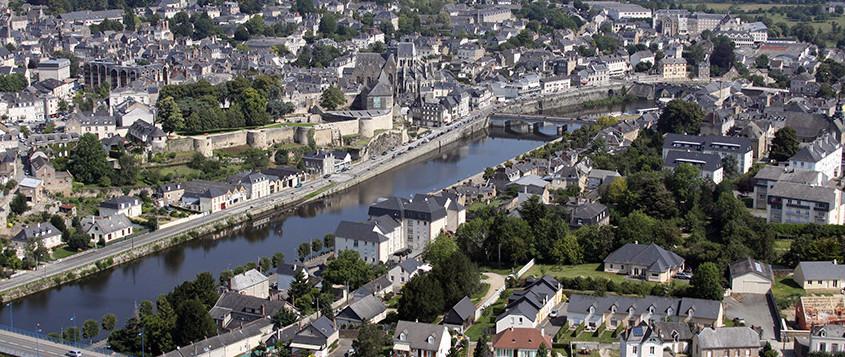 trouver un logement- Vue aérienne de la ville de Mayenne