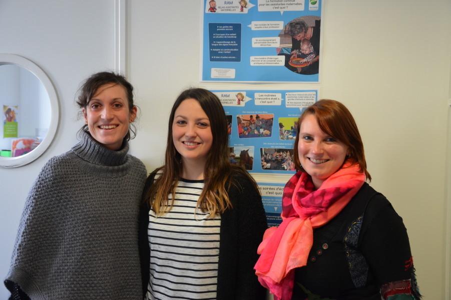 Laure Biancat, Thalie Bruère et Anne-Laure Nouchet renseignent les parents et les assistantes maternelles